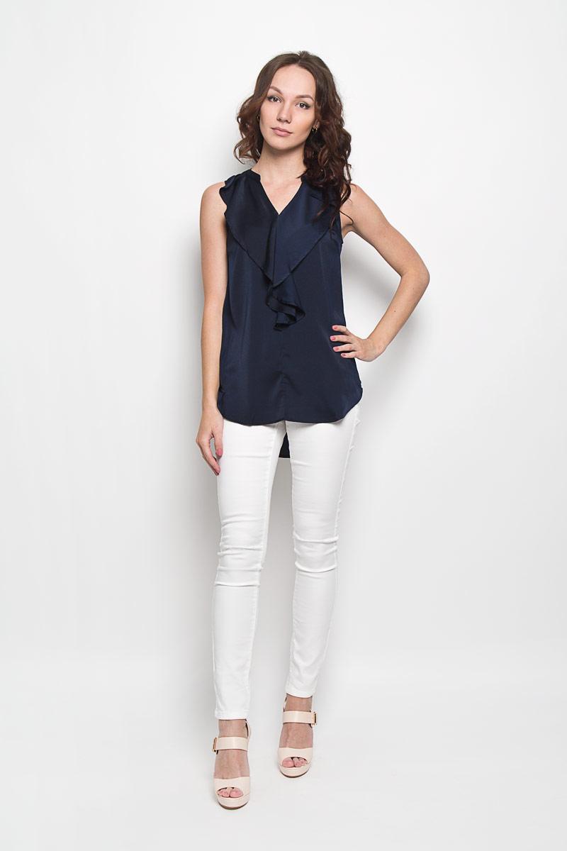 Блузка10156360 001Стильная женская блузка Broadway Fenella, выполненная из 100% полиэстера, подчеркнет ваш уникальный стиль и поможет создать женственный образ. Модель c V-образным вырезом горловины и без рукавов. Блуза оформлена спереди оригинальным воланом. Спинка дополнена небольшой складкой и немного удлинена. Такая блузка будет дарить вам комфорт в течение всего дня и послужит замечательным дополнением к вашему гардеробу.