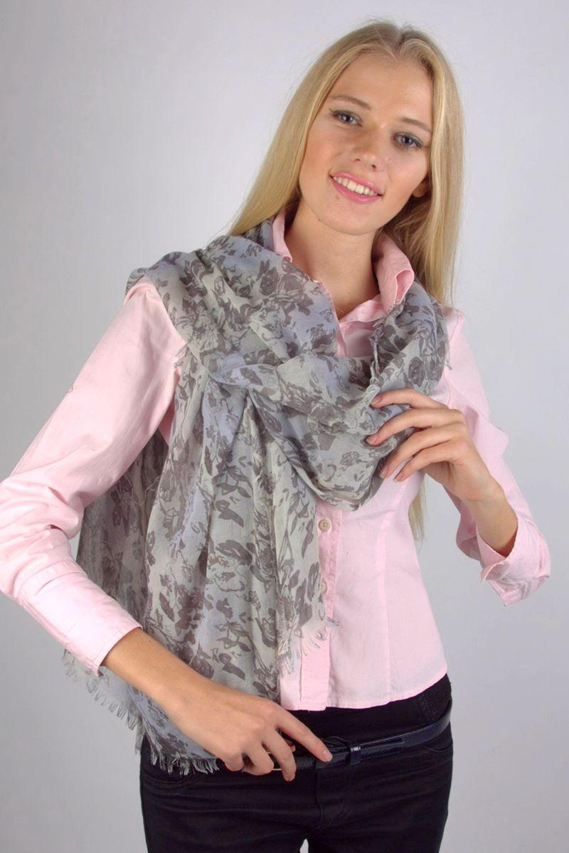 ПалантинHLN106298-2Стильный женский палантин Fiona Fantozzi станет великолепным завершением любого наряда. Палантин изготовлен из модала с добавлением шерсти и оформлен оригинальным принтом. По краю модель дополнена неширокой бахромой. Изящный палантин поможет вам создать изысканный женственный образ, а также согреет в непогоду.