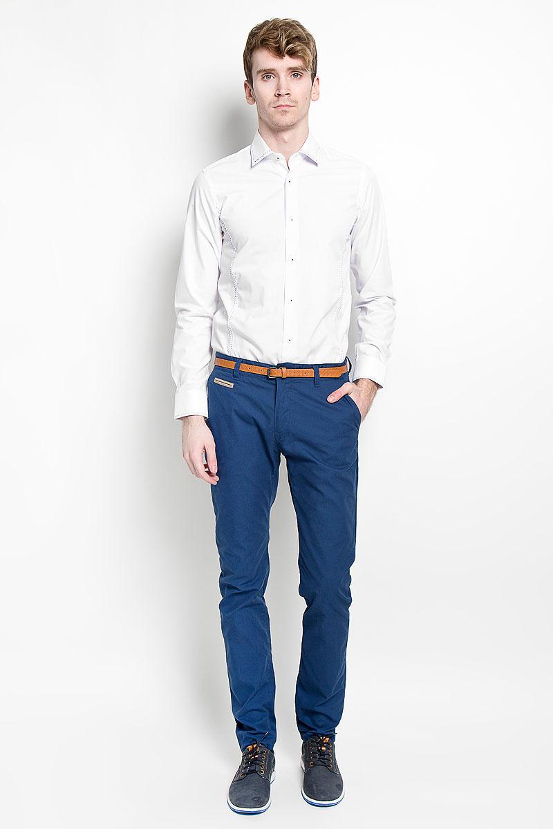 РубашкаSW 47_01Мужская рубашка KarFlorens, изготовленная из высококачественного хлопка с добавлением микрофибры, необычайно мягкая и приятная на ощупь, она не сковывает движения и позволяет коже дышать, обеспечивая комфорт. Модель с длинными рукавами и отложным воротником застегивается на пластиковые пуговицы, которые декорированы названием бренда. Манжеты со срезанными уголками и регулировкой ширины также застегиваются на пуговицы. Воротник, манжеты и лицевая сторона изделия оформлены имитацией ручного стежка контрастного цвета. Такая рубашка станет идеальным вариантом для повседневного гардероба. Она порадует настоящих ценителей комфорта и практичности!