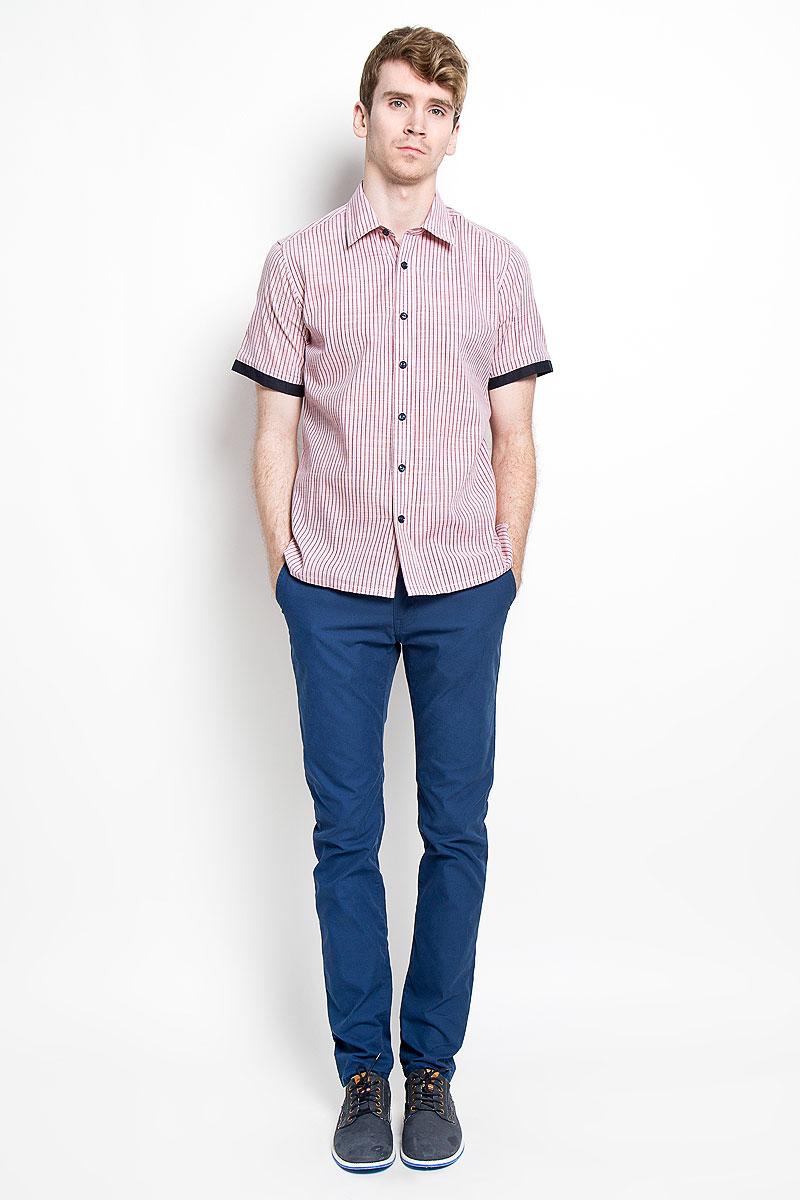 РубашкаSW 79_01Мужская рубашка KarFlorens, изготовленная из хлопка и льна, необычайно мягкая и приятная на ощупь, она не сковывает движения и позволяет коже дышать, обеспечивая комфорт. Модель с короткими рукавами и отложным воротником застегивается на пластиковые пуговицы, которые декорированы названием бренда. Края рукавов дополнены вставкой контрастного цвета. По бокам небольшие разрезы. Такая рубашка станет идеальным вариантом для повседневного гардероба. Она порадует настоящих ценителей комфорта и практичности!