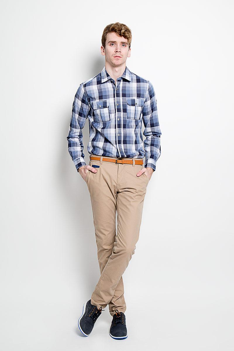 РубашкаSW 77-01Мужская рубашка KarFlorens, изготовленная из высококачественного хлопка и льна, необычайно мягкая и приятная на ощупь, она не сковывает движения и позволяет коже дышать, обеспечивая комфорт. Модель приталенного силуэта, с классическим отложным воротником, длинными рукавами и полукруглым низом, застегивается на металлические пуговицы. Манжеты закругленной формы, с застежкой на пуговицы. Ширину манжет можно варьировать, благодаря дополнительной пуговице. Пуговицы декорированы логотипом KarFlorens, на правой манжете - вышивка-логотип. Модель оформлена стильным принтом в клетку. На груди расположено два накладных кармана с клапаном на пуговице. Эта рубашка - идеальный вариант для повседневного гардероба. Такая модель порадует настоящих ценителей комфорта и практичности!