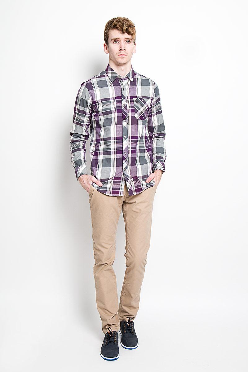 Рубашка мужская KarFlorens, цвет: серый, фиолетовый, белый. SW 62-04. Размер 39/40 (48/182)SW 62-04Стильная мужская рубашка KarFlorens, изготовленная из высококачественного хлопка с добавлением микрофибры, необычайно мягкая и приятная на ощупь, не сковывает движения и позволяет коже дышать, обеспечивая наибольший комфорт.Модная рубашка с отложным воротником, длинными рукавами и полукруглым низом застегивается на металлические пуговицы. Пуговицы выполнены с тиснением логотипа бренда. Модель приталенного кроя оформлена принтом в клетку и на груди слева дополнена накладным карманом на пуговице. Рукава рубашки дополнены манжетами на пуговицах. Уголки воротника также фиксируются при помощи пуговиц. Эта рубашка идеальный вариант для повседневного гардероба.Такая модель порадует настоящих ценителей комфорта и практичности!