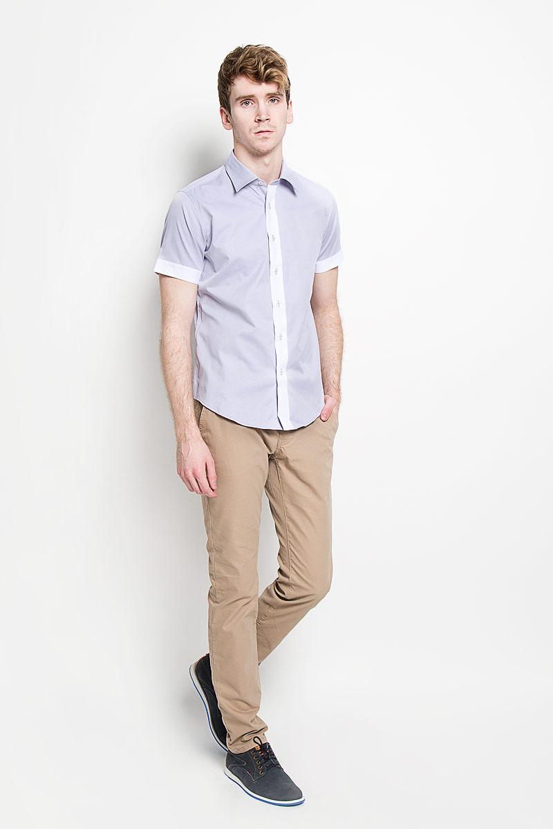 Рубашка мужская KarFlorens, цвет: сиреневый, белый. SW 69_04. Размер 39/40 (48/176)SW 69_04Мужская рубашка KarFlorens, изготовленная из высококачественного хлопка с добавлением микрофибры, необычайно мягкая и приятная на ощупь, она не сковывает движения и позволяет коже дышать, обеспечивая комфорт.Модель с короткими рукавами и отложным воротником застегивается на пластиковые пуговицы, которые декорированы названием бренда. Планка и края рукавов - контрастного цвета.Такая рубашка станет идеальным вариантом для повседневного гардероба. Она порадует настоящих ценителей комфорта и практичности!