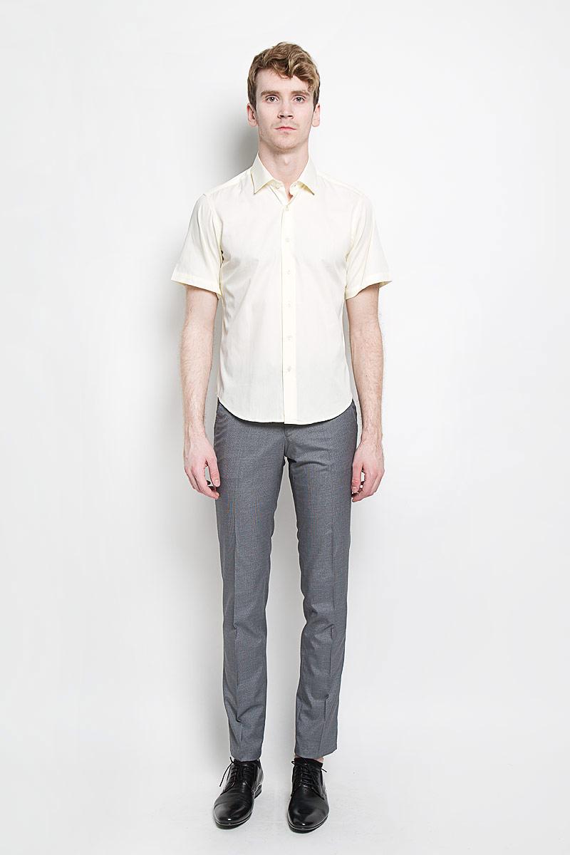 Рубашка мужская KarFlorens, цвет: шампань. SW 83_01. Размер 41/42 (48/170)SW 83_01Мужская рубашка KarFlorens, изготовленная из высококачественного хлопка с добавлением микрофибры, необычайно мягкая и приятная на ощупь, она не сковывает движения и позволяет коже дышать, обеспечивая комфорт.Модель приталенного кроя с короткими рукавами и отложным воротником застегивается на пластиковые пуговицы, которые декорированы названием бренда. Такая рубашка станет идеальным вариантом для повседневного гардероба. Она порадует настоящих ценителей комфорта и практичности!
