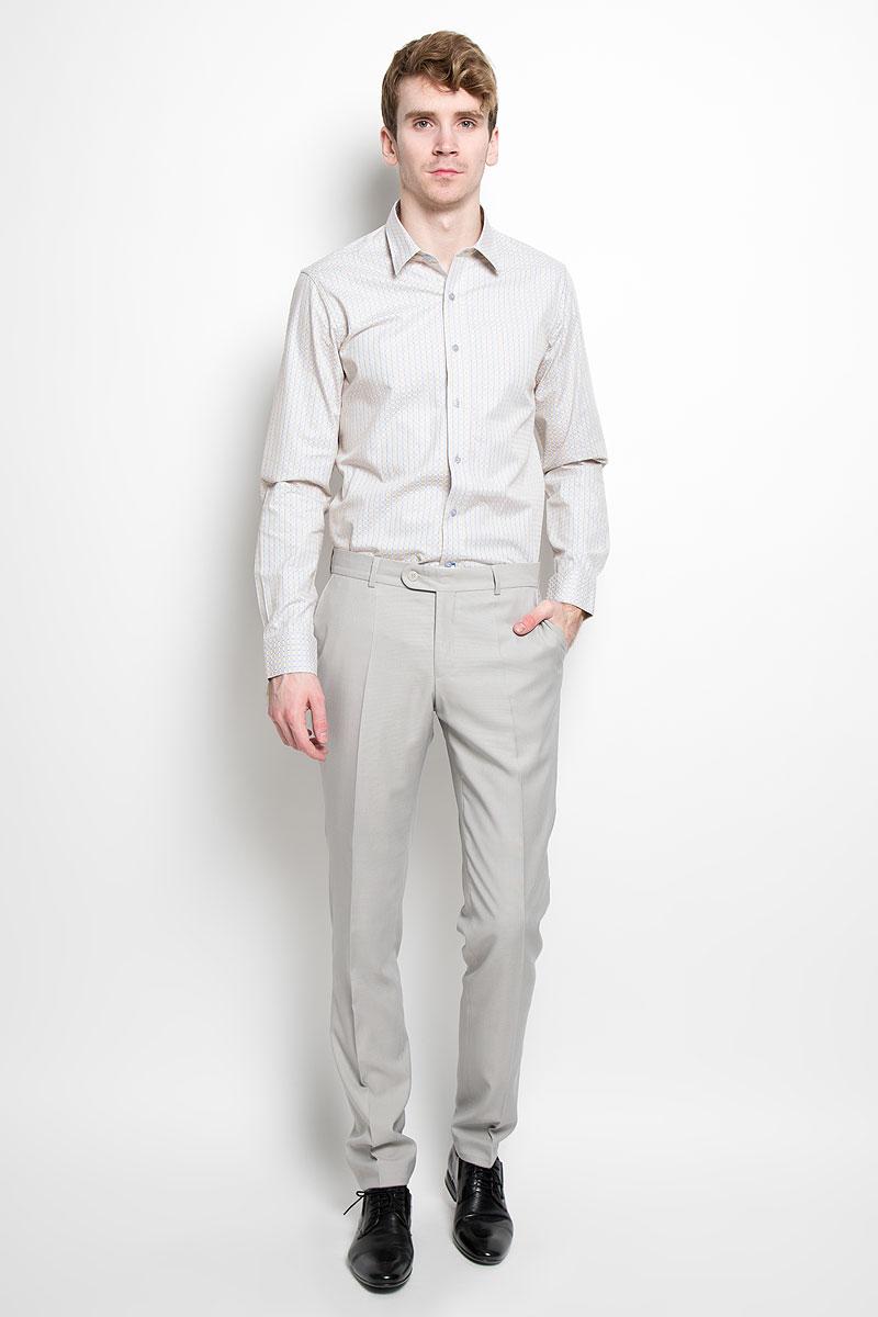 Рубашка мужская KarFlorens, цвет: светло-бежевый, голубой. SW 76_01. Размер 41/42 (50-52/176)SW 76_01Мужская рубашка KarFlorens, изготовленная из высококачественного 100% хлопка, необычайно мягкая и приятная на ощупь, она не сковывает движения и позволяет коже дышать, обеспечивая комфорт.Модель с длинными рукавами и отложным воротником застегивается на пластиковые пуговицы, которые декорированы названием бренда. Закругленные манжеты с регулировкой ширины также застегиваются на пуговицы. Оформлено изделие принтом в клетку.Такая рубашка станет идеальным вариантом для повседневного гардероба. Она порадует настоящих ценителей комфорта и практичности!