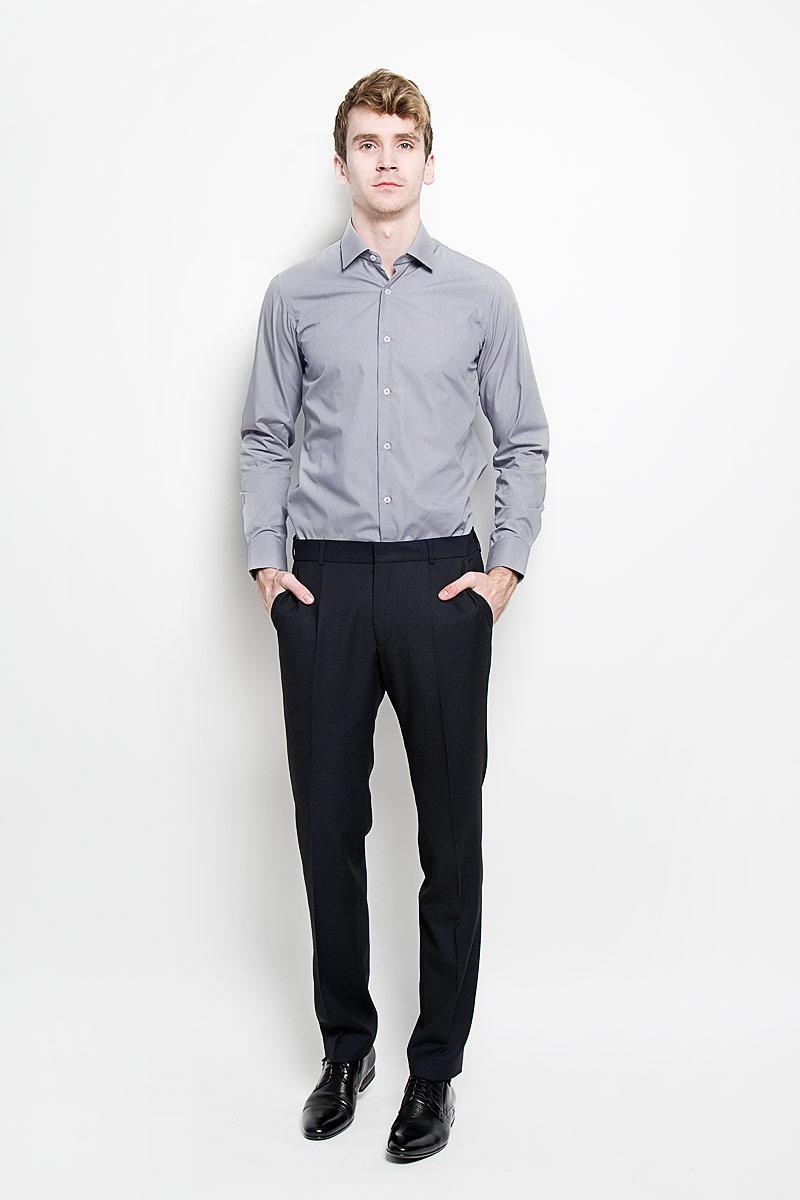 Рубашка мужская KarFlorens, цвет: серый. SW 49-03. Размер 39/40 (48/176)SW 49-03Стильная мужская рубашка KarFlorens, изготовленная из высококачественного хлопка с добавлением микрофибры, необычайно мягкая и приятная на ощупь, не сковывает движения и позволяет коже дышать, обеспечивая наибольший комфорт.Модная рубашка с отложным воротником, длинными рукавами и полукруглым низом застегивается на пластиковые пуговицы. Пуговицы декорированы логотипом бренда. Манжеты рукавов с застежкой на пуговицы имеют срезанные уголки и регулируются по ширине. На правом манжете - вышивка с логотипом бренда. Эта рубашка станет идеальным вариантом для мужского гардероба, она прекрасно сочетается и с брюками, и с джинсами.Такая модель порадует настоящих ценителей комфорта и практичности!