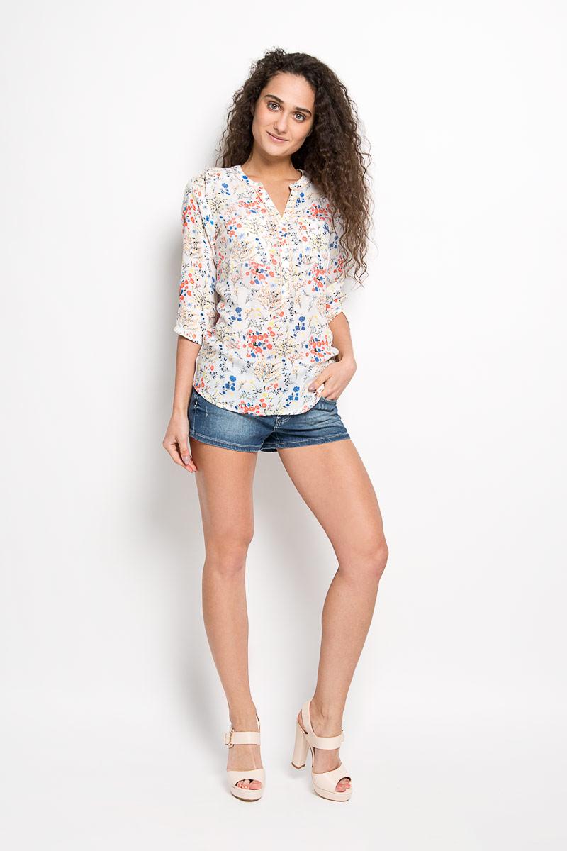 Блузка2031753.01.71_8005Стильная женская блуза Tom Tailor Denim, выполненная из 100% вискозы, подчеркнет ваш уникальный стиль и поможет создать оригинальный женственный образ. Блузка с рукавами 3/4 и V-образным вырезом горловины оформлена красочным цветочным принтом. Модель застегивается на пуговицы на груди, спереди дополнена двумя нагрудными кармашками. Такая блузка идеально подойдет для жарких летних дней. Такая блузка будет дарить вам комфорт в течение всего дня и послужит замечательным дополнением к вашему гардеробу.