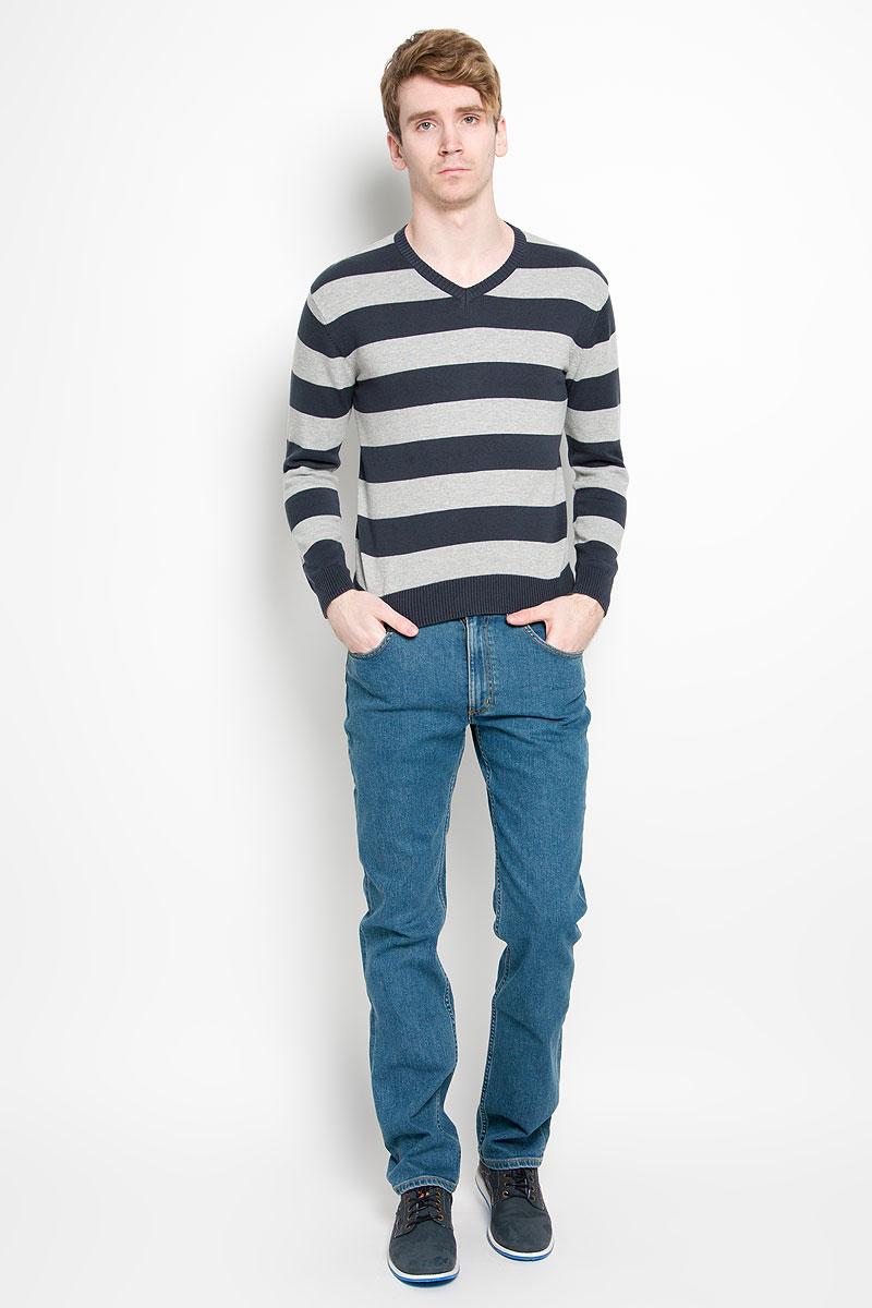 Пуловер88000-01Классический мужской пуловер Karff, изготовленный из хлопковой пряжи, мягкий и приятный на ощупь, не сковывает движений и обеспечивает наибольший комфорт. Модель мелкой вязки с V - образным вырезом горловины и длинными рукавами великолепно подойдет для создания образа в стиле Casual. Края рукавов, низ изделия и горловина связаны резинкой. Этот пуловер послужит отличным дополнением к вашему гардеробу. В нем вы всегда будете чувствовать себя уютно и комфортно в прохладную погоду.