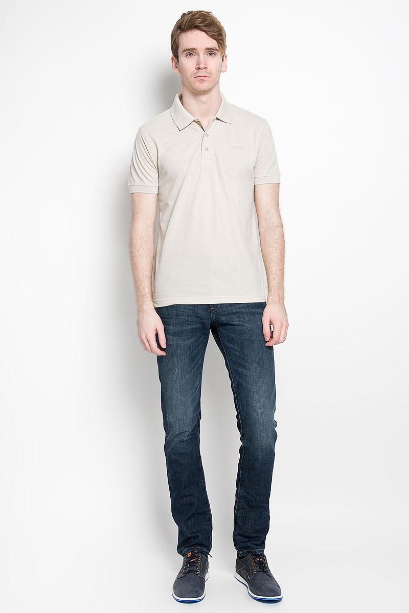 Поло97013-01Мужская футболка-поло Karff, изготовленная из натурального хлопка, обладает высокой теплопроводностью, воздухопроницаемостью и гигроскопичностью, позволяет коже дышать. Модель с короткими рукавами и отложным воротником - идеальный вариант для создания оригинального современного образа. Сверху футболка-поло застегивается на 3 пуговицы. Низ рукавов и воротник модели выполнены резинкой. На груди изделие оформлено вышивкой в виде названия бренда. Такая модель подарит вам комфорт в течение всего дня и послужит замечательным дополнением к вашему гардеробу.