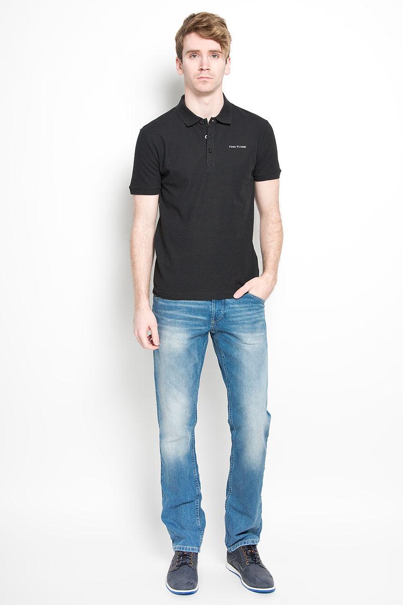 ПолоS16-21028Мужская футболка-поло Finn Flare, изготовленная из натурального хлопка, обладает высокой теплопроводностью, воздухопроницаемостью и гигроскопичностью, позволяет коже дышать. Модель с короткими рукавами и отложным воротником - идеальный вариант для создания оригинального современного образа. Сверху футболка-поло застегивается на 3 пуговицы. Низ рукавов и воротник модели выполнены резинкой. На груди изделие оформлено термоаппликацией в виде названия бренда. Такая модель подарит вам комфорт в течение всего дня и послужит замечательным дополнением к вашему гардеробу.