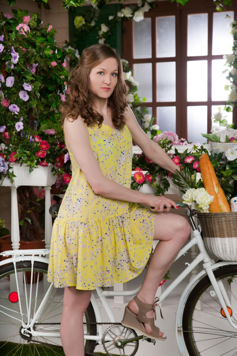 Платье71172104Стильное женское платье-миди MARUSЯ выполнено из 100% вискозы. Модель без рукавов и с V-образным вырезом горловины оформлена контрастным цветочным принтом.