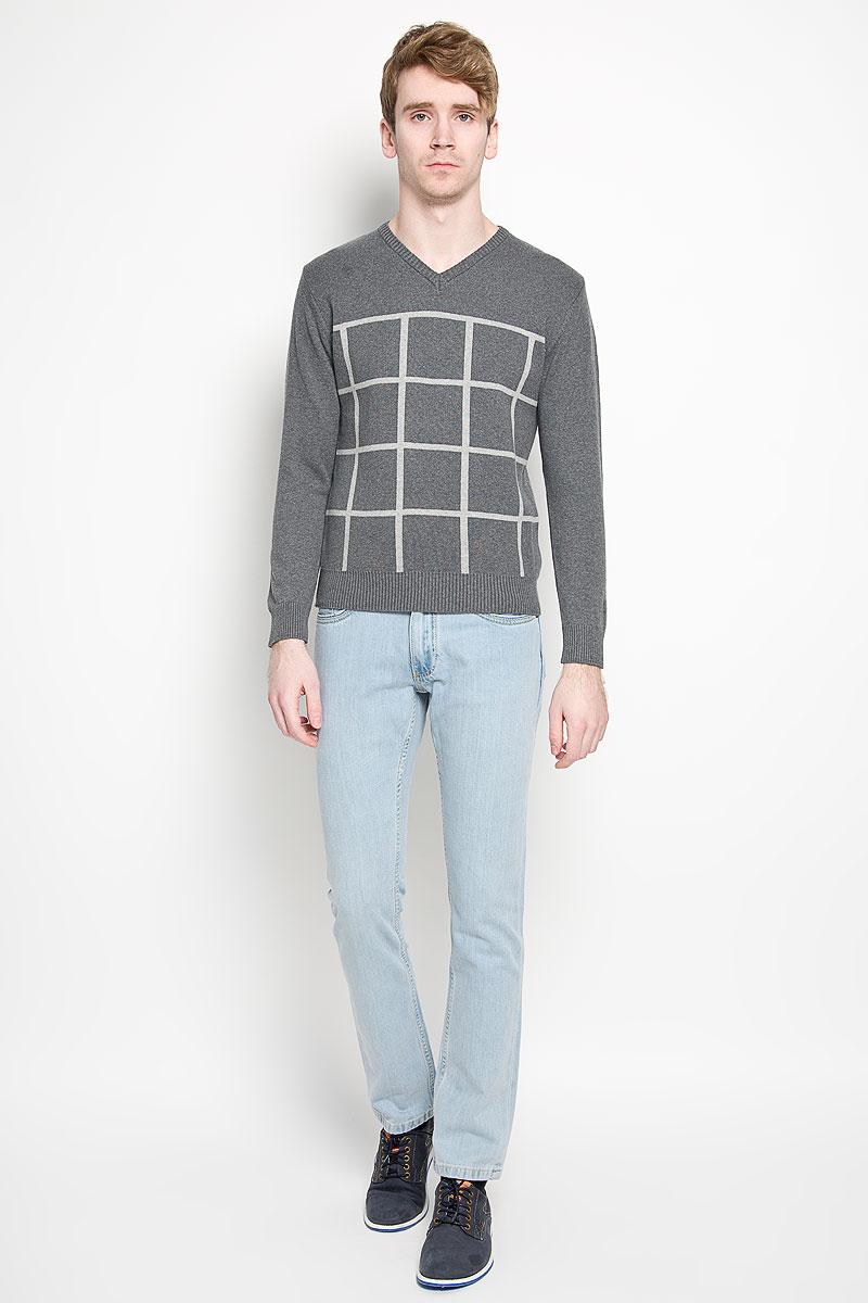 Пуловер мужской Karff, цвет: серый, светло-серый. 88001-01. Размер M (50)88001-01Вязаный мужской пуловер Karff, выполненный из натурального хлопка, станет стильным дополнением к вашему гардеробу. Изделие очень мягкое и приятное на ощупь, не сковывает движения, позволяет коже дышать. Модель с длинными рукавами и V-образным вырезом горловины оформлена вязкой в клетку. Низ рукавов и низ изделия дополнены эластичными резинками. Современный дизайн и расцветка делают этот пуловер модным предметом мужской одежды. В нем вы всегда будете чувствовать себя комфортно.