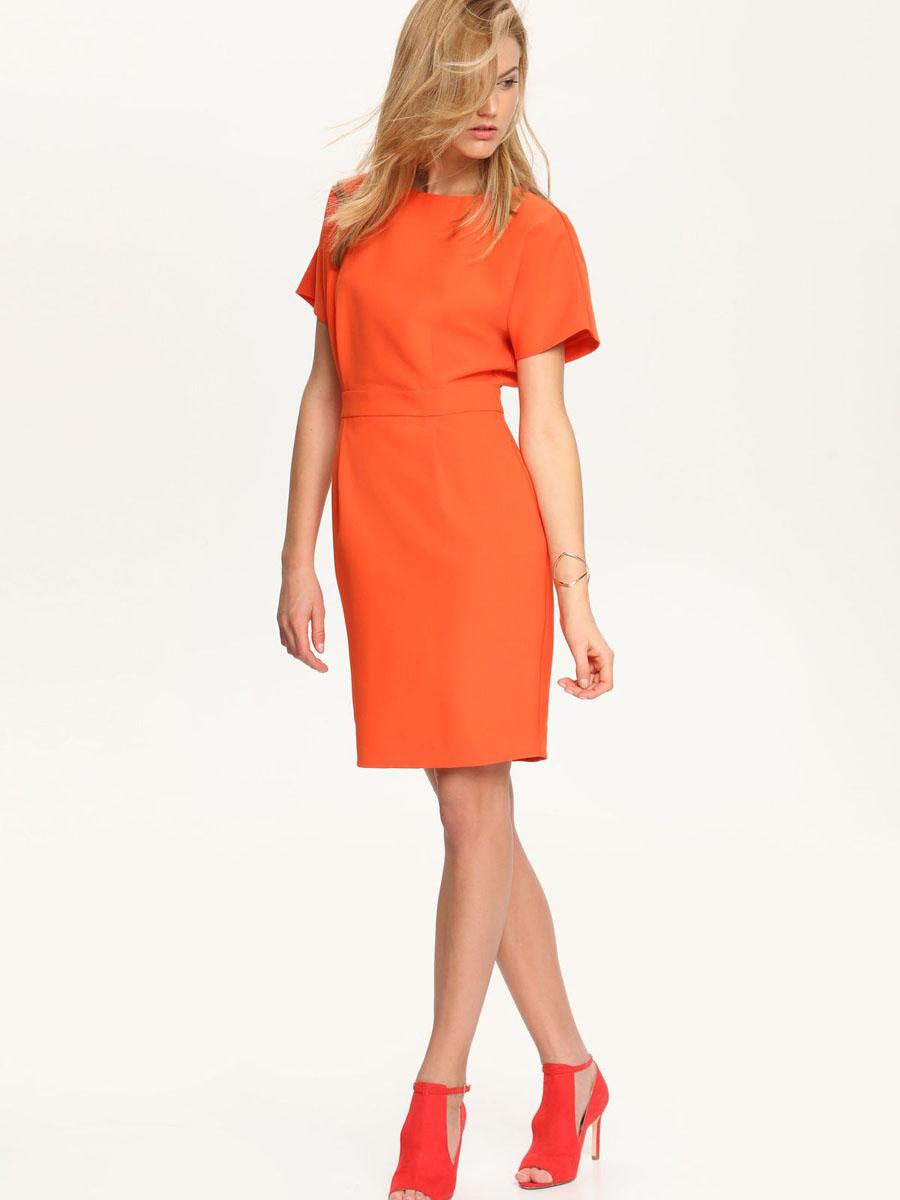 Платье Top Secret, цвет: морковный. SSU1575CE[E]. Размер 36 (42)SSU1575CE[E]Стильное платье Top Secret выполнено из высококачественного материала, с подкладкой из полиэстера.Модель приталенного кроя с круглым вырезом горловины и цельнокроеными рукавами застегивается сзади по спинке на потайную молнию. Оформлено платье декоративным поясом, а сзади по низу дополнено шлицей.