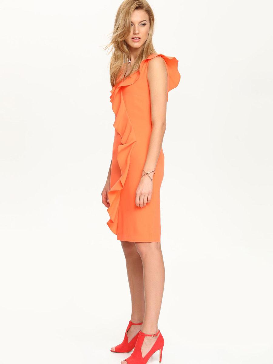 Платье Top Secret, цвет: ярко-оранжевый. SSU1539PO[E]. Размер 34 (40)SSU1539PO[E]Платье Top Secret выполнено из 100% полиэстера и дополнено тонкой подкладкой. Платье с V-образным вырезом горловины застегивается на потайную застежку-молнию расположенную в средне шве спинки. Спинка дополнен шлицей. Платье оформлено оборками.