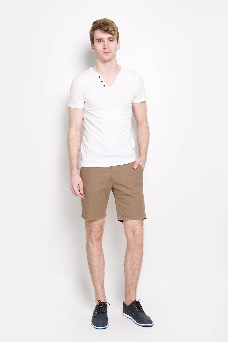 Шорты6404016.00.12_6748Стильные мужские шорты Tom Tailor Denim, изготовленные из натурального хлопка, идеально подойдут для активного отдыха и прогулок. Материал приятный на ощупь, не сковывает движения и хорошо пропускает воздух. Шорты на поясе застегиваются на пластиковую пуговицу и имеют ширинку на застежке-молнии, а также шлевки для ремня. Модель дополнена ремнем с металлической пряжкой. Спереди расположены два втачных кармана, сзади - два прорезных на пуговицах. Модные шорты послужат отличным дополнением к вашему гардеробу. В них вы всегда будете чувствовать себя уверенно и комфортно.