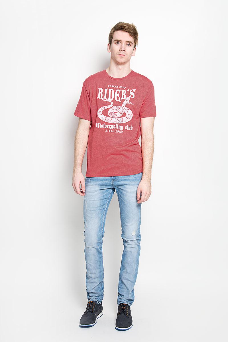 Футболка1034594.00.10_2649Стильная мужская футболка Tom Tailor, изготовленная из высококачественного хлопка с добавлением полиэстера, прекрасно подойдет для повседневной носки. Материал очень мягкий и приятный на ощупь, не сковывает движения и позволяет коже дышать. Модель с короткими рукавами и круглым вырезом горловины оформлена оригинальным принтом спереди и надписями на английском языке. Такая модель будет дарить вам комфорт в течение всего дня и станет стильным дополнением к вашему гардеробу.