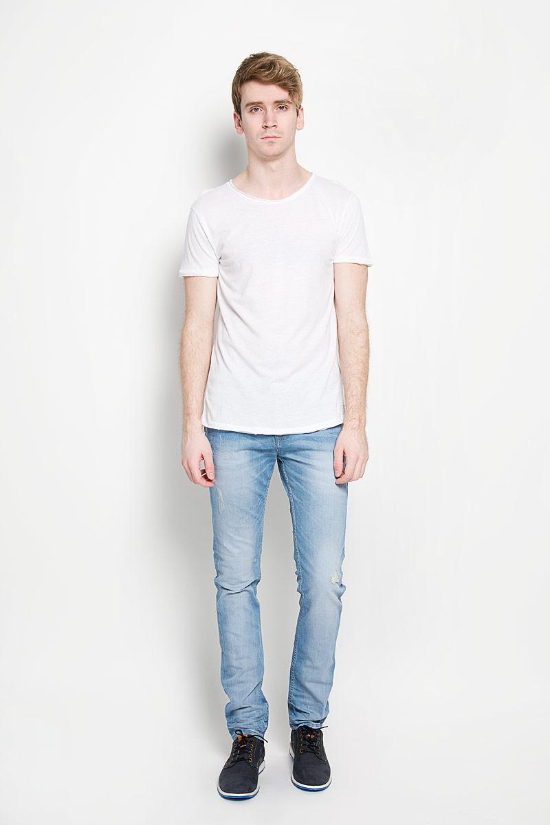 Футболка1034723.00.12_6748Стильная мужская футболка Tom Tailor Denim, изготовленная из натурального хлопка и модала, прекрасно подойдет для повседневной носки. Материал очень мягкий и приятный на ощупь, не сковывает движения и позволяет коже дышать. Модель с короткими рукавами и круглым вырезом горловины оформлена эффектом необработанного края. Спереди модель дополнена небольшой брендовой нашивкой. Такая модель будет дарить вам комфорт в течение всего дня и станет стильным дополнением к вашему гардеробу.