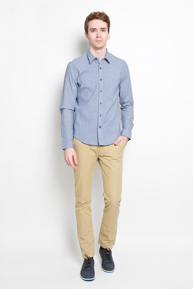 РубашкаSW 76-03Мужская рубашка KarFlorens, изготовленная из высококачественного хлопка с добавлением нейлона и лайкры, необычайно мягкая и приятная на ощупь, она не сковывает движения и позволяет коже дышать, обеспечивая комфорт. Модель с длинными рукавами и отложным воротником застегивается на пластиковые пуговицы, которые декорированы названием бренда. Закругленные манжеты с регулировкой ширины также застегиваются на пуговицы. Оформлено изделие принтом в мелкую клетку. Такая рубашка станет идеальным вариантом для повседневного гардероба. Она порадует настоящих ценителей комфорта и практичности!