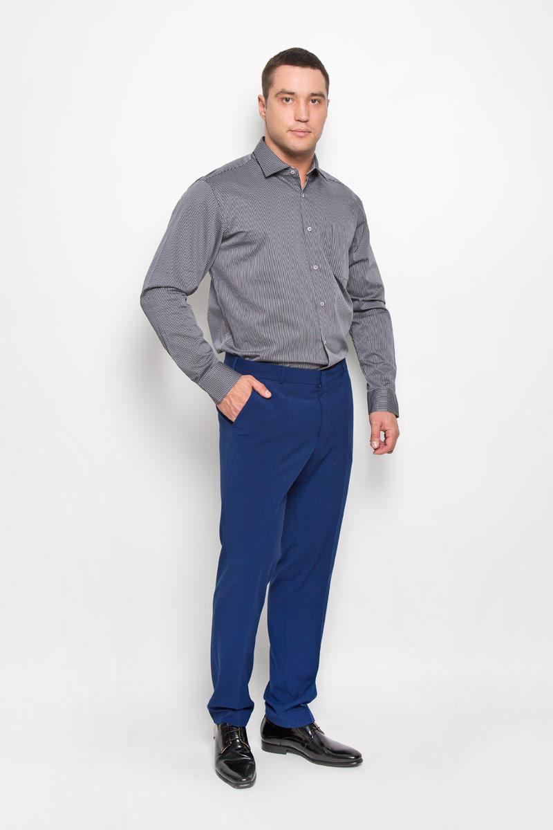РубашкаSW 71-01Стильная мужская рубашка KarFlorens, выполненная из хлопка с добавлением микрофибры, подчеркнет ваш уникальный стиль и поможет создать оригинальный образ. Такой материал великолепно пропускает воздух, обеспечивая необходимую вентиляцию, а также обладает высокой гигроскопичностью. Рубашка с длинными рукавами и отложным воротником застегивается на пуговицы спереди. Рукава рубашки дополнены манжетами, которые также застегиваются на пуговицы. Модель оформлена узором в узкую полоску и дополнена накладным нагрудным карманом. Классическая рубашка - превосходный вариант для базового мужского гардероба и отличное решение на каждый день. Такая рубашка будет дарить вам комфорт в течение всего дня и послужит замечательным дополнением к вашему гардеробу.