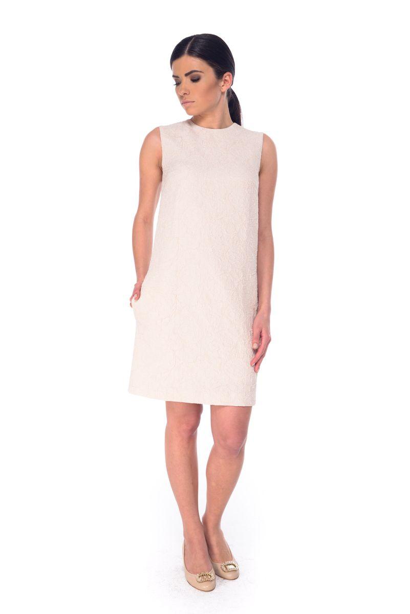 ПлатьеL 9050Платье Arefeva выполнено из высококачественного комбинированного материала и дополнено подкладкой из полиэстера. Модель с круглым вырезом горловины застегивается на потайную застежку-молнию расположенную в среднем шве спинки. Платье-миди оформлено оригинальным узором.