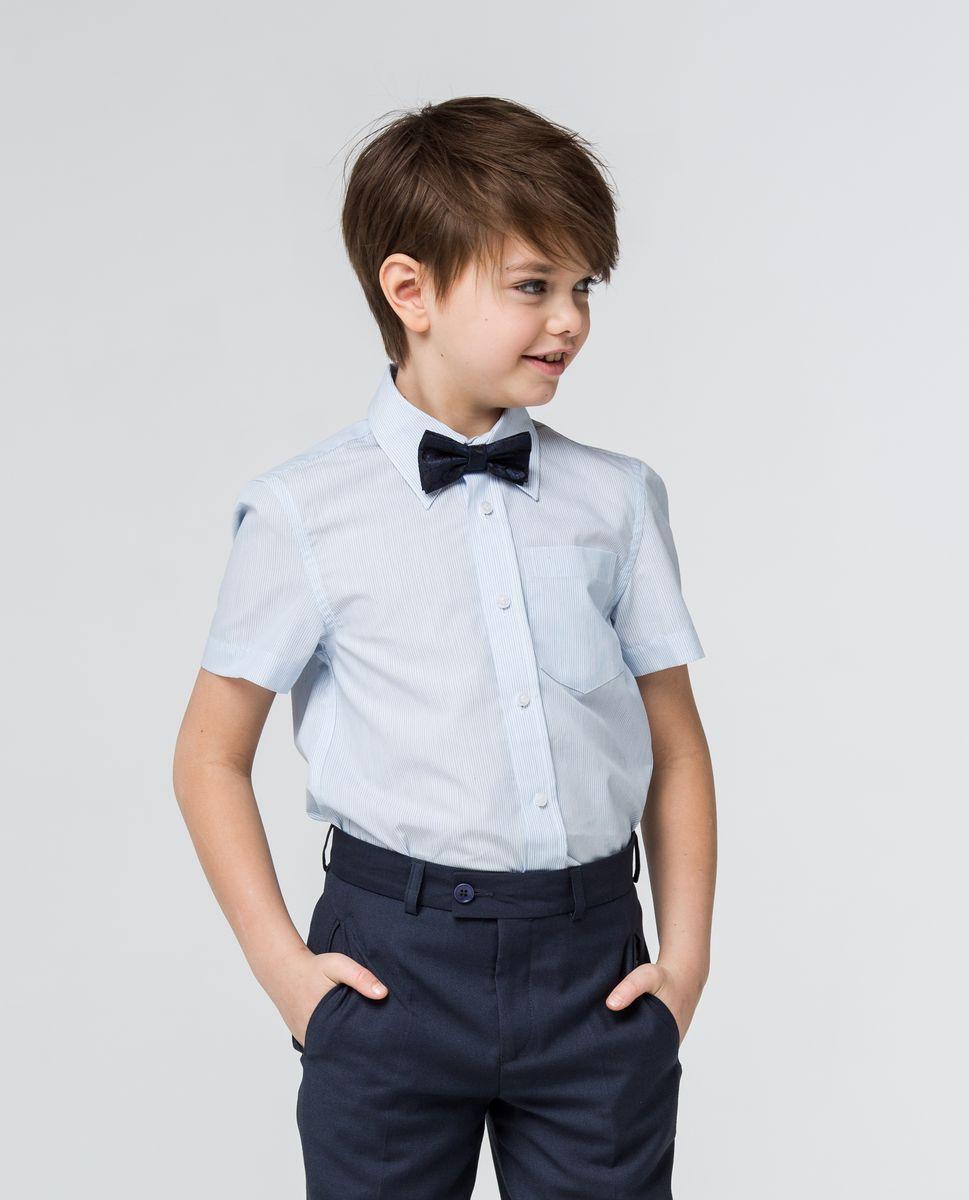 РубашкаSSFSB-629-13930-344Модная рубашка для мальчика Silver Spoon изготовлена из натурального хлопка с добавлением полиэстера. Рубашка с отложным воротником и короткими рукавами застегивается на пуговицы. Изделие оформлено принтом в мелкую полоску и на груди дополнена накладным кармашком.