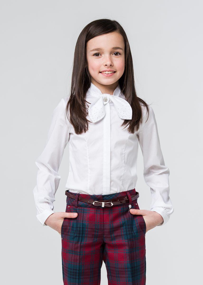 БлузкаSSFSG-629-23005-200Стильная блузка для девочки Silver Spoon выполнена из хлопка с добавлением полиамида и эластана. Модель приталенного кроя с длинными рукавами и воротником-стойка застегивается на пуговицы. Манжеты также застегиваются на пуговицы. Оформлена модель стразами.