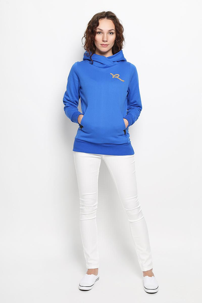 ХудиR031502Женское худи Rocawear, изготовленное из натурального хлопка, не сковывает движения, обладает хорошей гигроскопичностью и позволяет коже дышать. Лицевая сторона изделия гладкая, изнаночная - с мягким начесом, что обеспечивает сохранность тепла и защищает от непогоды. Модель приталенного кроя с капюшоном и длинными рукавами незаменима как для занятия спортом, так и для повседневной носки. Низ рукавов и нижняя часть изделия дополнены эластичными резинками. Спереди предусмотрен два вместительный карман кенгуру. На груди худи оформлено принтом в виде логотипа бренда. Такая модель станет стильным дополнением к вашему гардеробу и подарит вам комфорт в течение всего дня!