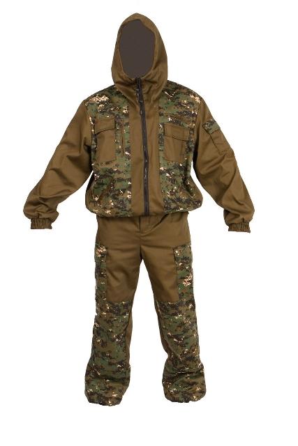 Костюм охотничийКостюм Охотник-Штурм: куртка, брюкиКостюм состоит из куртки и брюк. Изготовлен из смесовых тканей лесных и камуфлированных расцветок. Куртка: - укороченная. - центральная застежка на молнию. - 4 кармана на молнии, 3 объемных накладных кармана на груди и рукаве. - низ куртки на поясе и низ рукавов на манжетах собраны на резину. - капюшон с регулировкой по лицевому вырезу. Брюки: - прямого силуэта, с гульфиком на молнии. - 2 накладных боковых кармана и один задний объемный карман с клапаном. - усилительные накладки в области коленей. - пояс собран по бокам эластичной тесьмой, со шлевками под ремень.