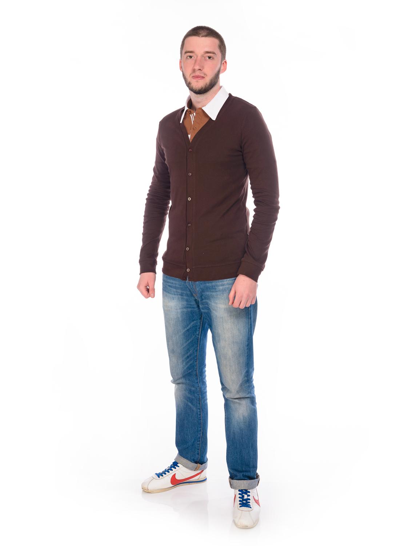 Кофта мужская RAV, цвет: коричневый. RAV01-022. Размер S (46)RAV01-022Стильная мужская кофта, выполненная из эластичного хлопка, станет отличным дополнением вашего гардероба. Модель с V-образным вырезом горловины и длинными рукавами застегивается спереди на пуговицы.