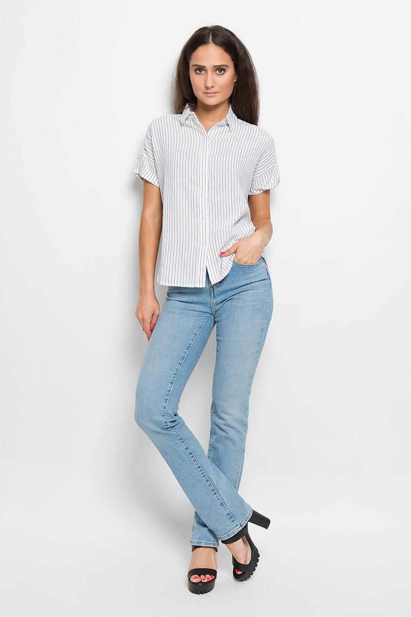 Рубашка2351800000Стильная женская рубашка Levis®, выполненная из льна с добавлением вискозы, прекрасно подойдет для повседневной носки. Материал очень мягкий и приятный на ощупь, не сковывает движения и позволяет коже дышать. Рубашка с отложным воротником и короткими рукавами-кимоно застегивается на пуговицы частично скрытые планкой. Спинка немного удлинена. Спинка немного удлинена. Модель оформлена принтом в полоску. Такая рубашка будет дарить вам комфорт в течение всего дня и станет модным дополнением к вашему гардеробу.