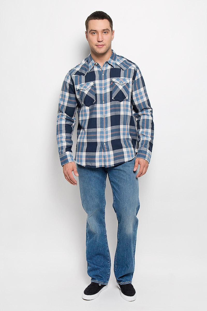 Рубашка6581601560Мужская рубашка Levis® прекрасно подойдет для повседневной носки. Изделие выполнено из натурального хлопка, необычайно мягкое и приятное на ощупь, не сковывает движения и хорошо пропускает воздух. Рубашка с отложным воротником и длинными рукавами застегивается спереди на кнопки и одну пуговицу. Модель отличается оригинальными ковбойскими элементами дизайна на передней и задней кокетках, оснащена нагрудными карманами с клапанами на кнопках. Манжеты рукавов также дополнены застежками-кнопками. Изделие оформлено принтом в клетку. Такая рубашка будет дарить вам комфорт в течение всего дня и станет стильным дополнением к вашему гардеробу.