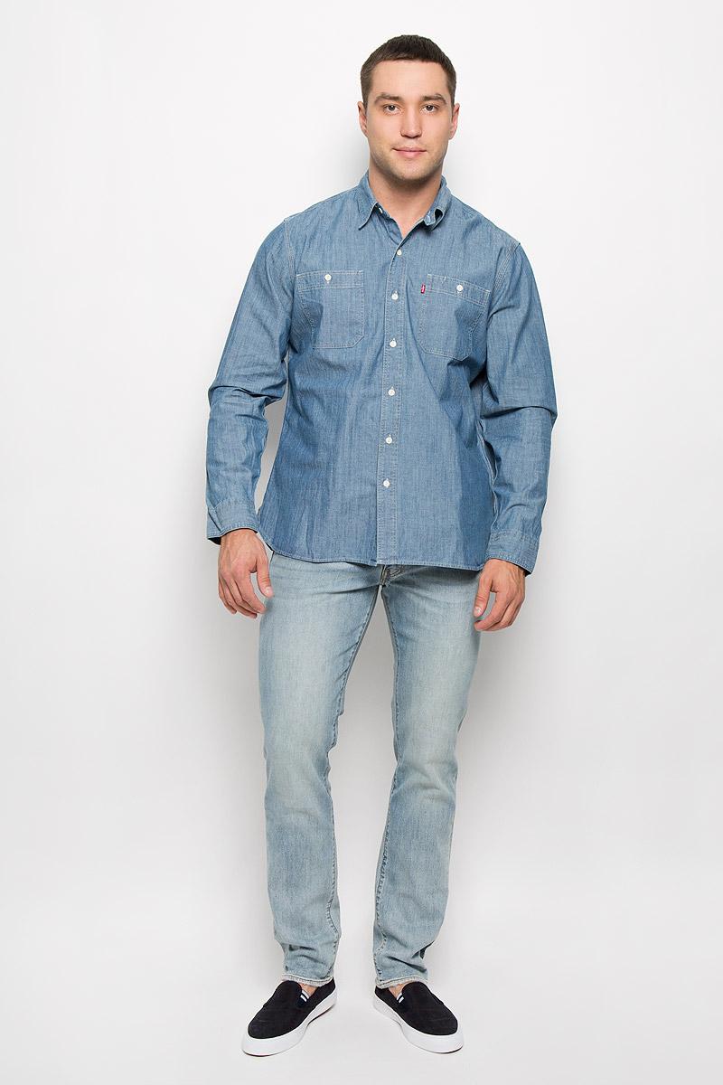 Рубашка мужская Levis®, цвет: сине-голубой. 6582201230. Размер S (44)6582201230Стильная мужская рубашка Levis®, выполненная из натурального хлопка, подчеркнет ваш уникальный стиль и поможет создать оригинальный образ. Такой материал великолепно пропускает воздух, обеспечивая необходимую вентиляцию, а также обладает высокой гигроскопичностью. Рубашка с длинными рукавами и отложным воротником застегивается на пуговицы спереди. Рукава модели дополнены манжетами на пуговицах. Спереди модель оформлена двумя накладными карманами на пуговицах. Классическая рубашка - превосходный вариант для базового мужского гардероба и отличное решение на каждый день.Такая рубашка будет дарить вам комфорт в течение всего дня и послужит замечательным дополнением к вашему гардеробу.