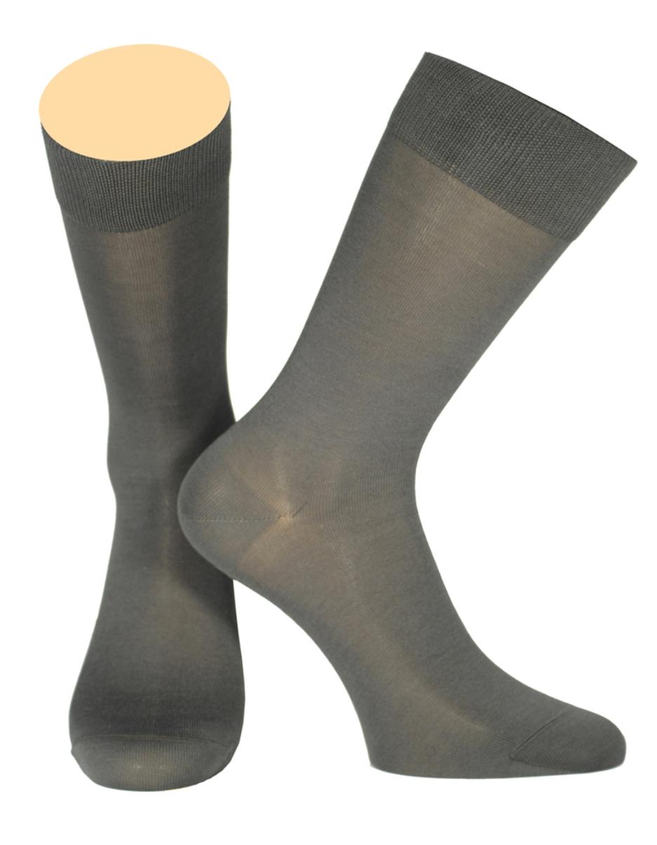 Носки154/01Мужские носки Collonil изготовлены из шелка и кашемира. Носки с удлиненным паголенком. Широкая резинка не сдавливает и комфортно облегает ногу.