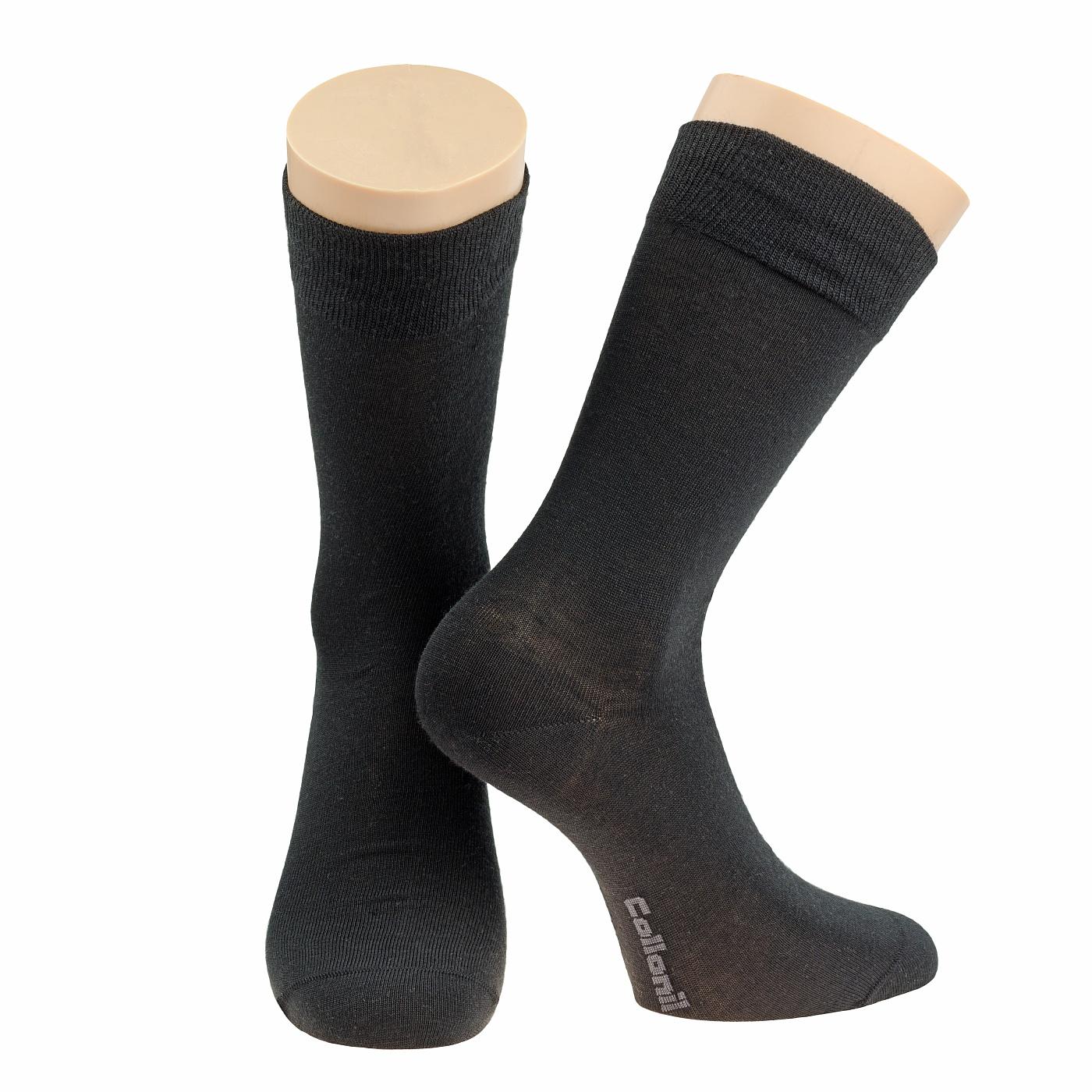Носки2-03/01Мужские носки Collonil изготовлены из шерсти и термолайта (уникальное волокно, обеспечивающее максимум комфорта в холодное время). Носки с удлиненным паголенком. Широкая резинка не сдавливает и комфортно облегает ногу.