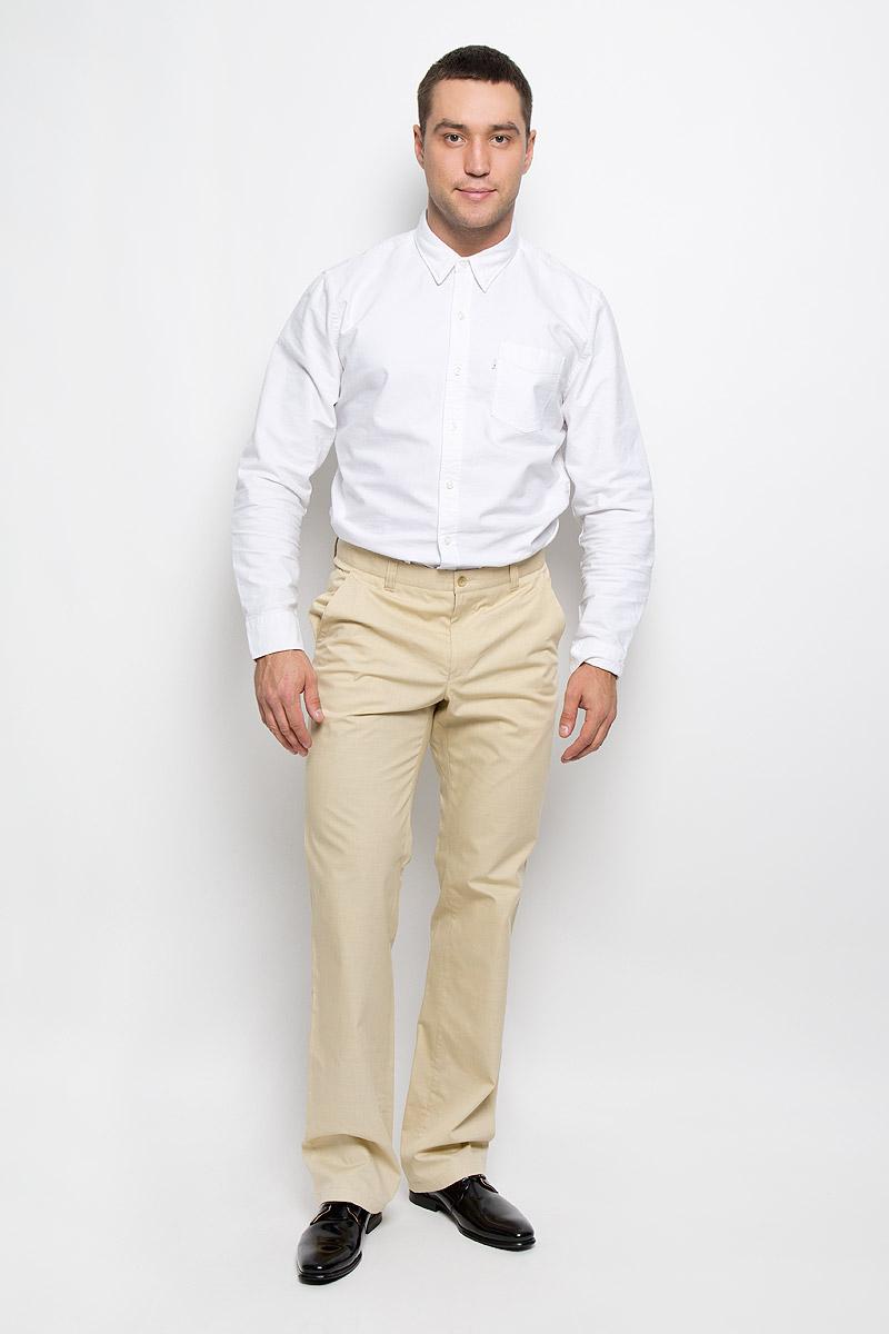 Брюки мужские BTC, цвет: светло-бежевый. 12.013871. Размер 48-18812.013871Мужские брюки BTC, выполненные из высококачественного материала, займут достойное место в вашем гардеробе. Ткань изделия мягкая, тактильно приятная, хорошо пропускает воздух. Брюки прямого кроя застегиваются на пуговицу в поясе и имеют ширинку на застежке-молнии. На брюках предусмотрены шлевки для ремня. Спереди модель дополнена двумя втачными карманами со скошенными краями, а сзади - одним прорезным карманом на пуговице. Высокое качество кроя и пошива, актуальный дизайн придают изделию неповторимый стиль и индивидуальность. Брюки станут стильным дополнением к вашему образу!