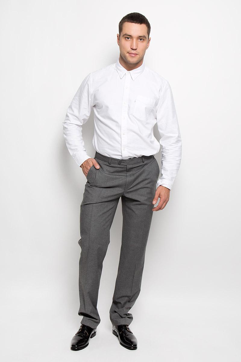 Брюки мужские BTC Modern, цвет: серый. 12.015678. Размер 54-18212.015678Мужские брюки BTC Modern, выполненные из высококачественного материала, займут достойное место в вашем гардеробе. Ткань изделия мягкая, тактильно приятная, хорошо пропускает воздух. Подкладка из 100% полиэстера.Брюки прямого кроя застегиваются на пуговицы и крючок в поясе и имеют ширинку на застежке-молнии. На брюках предусмотрены шлевки для ремня. Спереди модель дополнена двумя втачными карманами, а сзади - одним прорезным карманом на пуговице. Высокое качество кроя и пошива, актуальный дизайн придают изделию неповторимый стиль и индивидуальность. Брюки станут стильным дополнением к вашему образу!