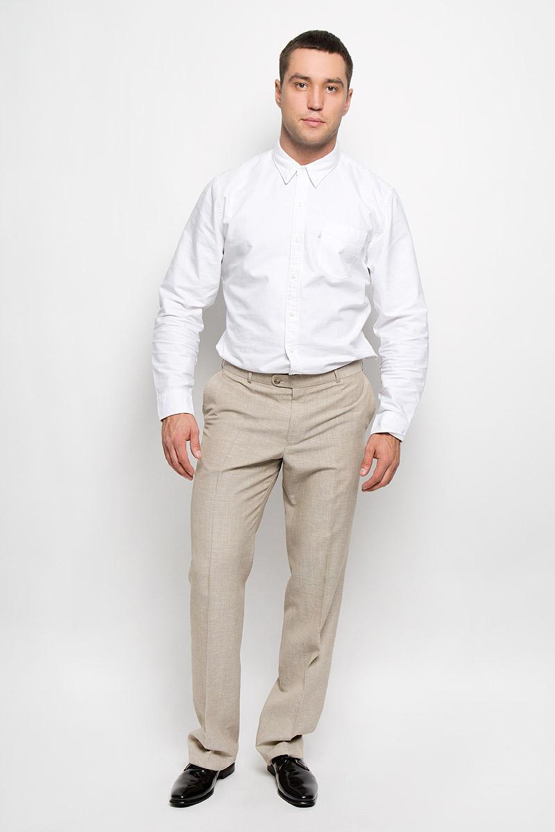Брюки12.013406Мужские брюки BTC Modern, выполненные из высококачественного материала, займут достойное место в вашем гардеробе. Ткань изделия мягкая, тактильно приятная, хорошо пропускает воздух. Брюки прямого кроя застегиваются на пуговицы и крючок в поясе и имеют ширинку на застежке-молнии. На брюках предусмотрены шлевки для ремня. Спереди модель дополнена двумя втачными карманами, а сзади - одним прорезным карманом на пуговице. Высокое качество кроя и пошива, актуальный дизайн придают изделию неповторимый стиль и индивидуальность. Брюки станут стильным дополнением к вашему образу!