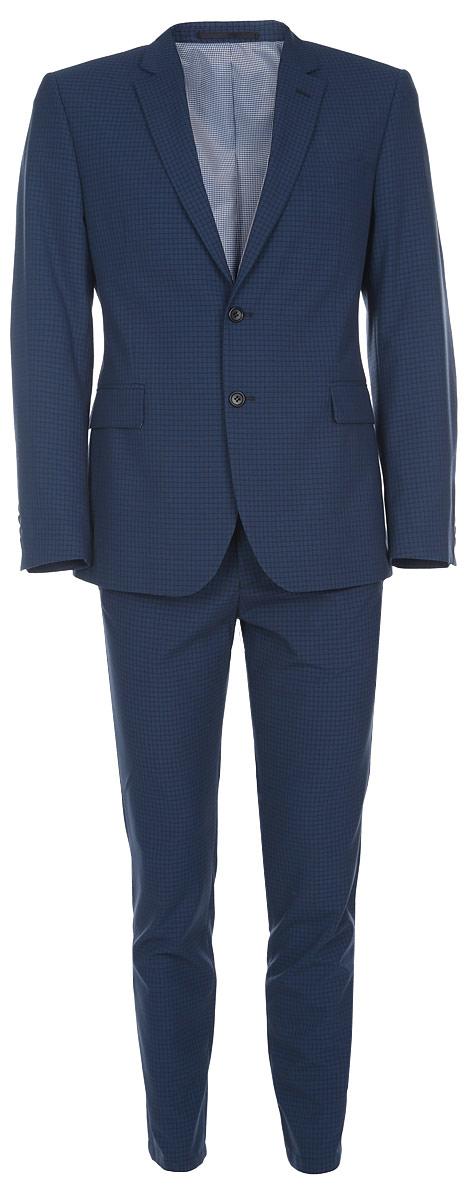 Костюм мужской BTC Slim: пиджак, брюки, цвет: темно-синий. 12.015732. Размер 50-18212.015732Мужской костюм BTC Slim, выполненный из высококачественного материала, займет достойное место в вашем гардеробе. Костюм состоит из пиджака и брюк. Подкладка изделия изготовлена из полиэстера. Приталенный пиджак с длинными рукавами и отложным воротником с лацканами застегивается на две пуговицы. Модель оснащена прорезным карманом на груди и двумя прорезными карманами с клапанами в нижней части изделия. С внутренней стороны находятся три прорезных кармана, один из которых застегивается на пуговицу. На спинке предусмотрена центральная шлица. Низ рукавов декорирован пуговицами.Брюки-слим застегиваются на крючок и пуговицу в поясе и имеют ширинку на застежке-молнии. На брюках предусмотрены шлевки для ремня. Спереди модель дополнена двумя прорезными карманами. Сзади расположены два прорезных кармана с клапанами на пуговицах. Костюм оформлен принтом в клетку. Высокое качество кроя и пошива, актуальный дизайн и расцветка придают изделию неповторимый стиль и индивидуальность. Такой костюм идеально подойдет для стильных мужчин, следящих за последними трендами.
