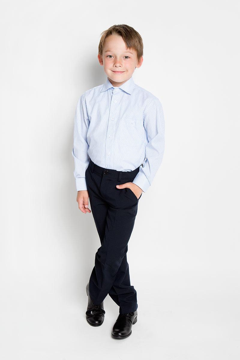 РубашкаAlex 86Стильная рубашка для мальчика Tsarevich идеально подойдет для школы. Изготовленная из хлопка с добавлением полиэстера, она необычайно мягкая, легкая и приятная на ощупь, не сковывает движения и позволяет коже дышать, не раздражает даже самую нежную и чувствительную кожу ребенка, обеспечивая ему наибольший комфорт. Рубашка классического кроя с длинными рукавами и отложным воротничком застегивается на пуговицы, на груди она дополнена небольшим накладным кармашком на пуговице. Рукава имеют широкие манжеты, также застегивающиеся на пуговицу. Оформлено изделие принтом в полоску. Такая рубашка - незаменимая вещь для школьной формы, отлично сочетается с брюками, жилетами и пиджаками.