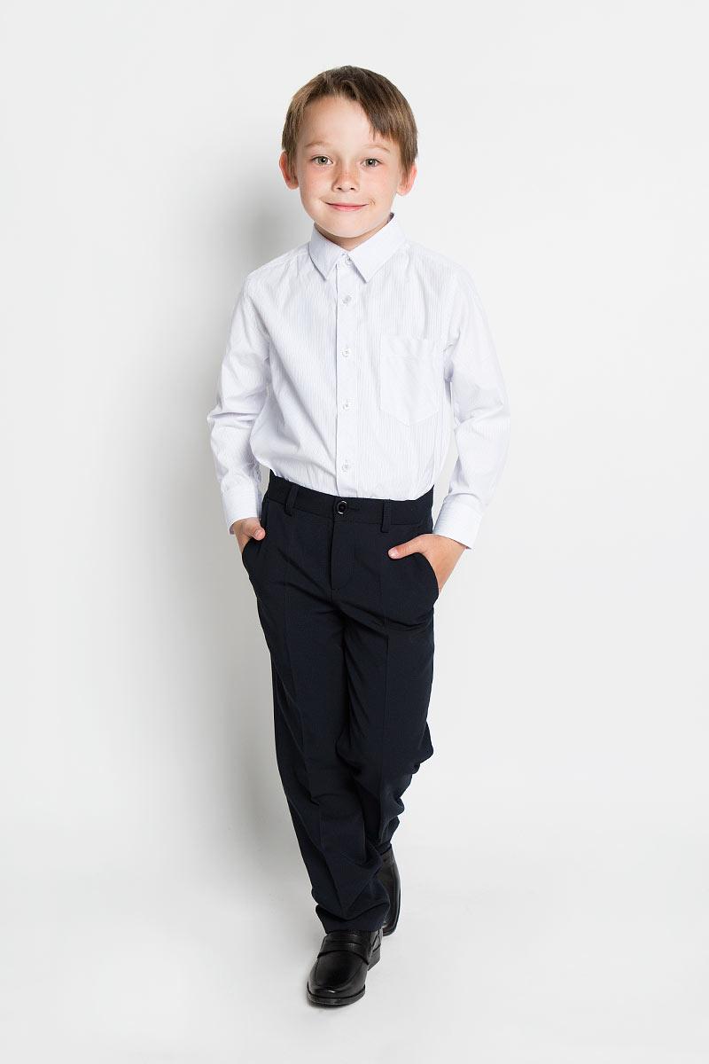 Рубашка для мальчика Scool, цвет: белый, голубой, светло-серый. 363033. Размер 140, 10 лет363033Рубашка для мальчика Scool, выполненная из хлопка и полиэстера, отлично сочетается как с джинсами, так и с классическими брюками. Материал изделия мягкий и тактильно приятный, не сковывает движения и обладает высокими дышащими свойствами.Рубашка с длинными рукавами и отложным воротником застегивается спереди на пуговицы по всей длине. На манжетах также предусмотрены застежки-пуговицы. Модель имеет прямой силуэт. На груди рубашка дополнена накладным карманом. Оформлено изделие принтом в полоску. Современный дизайн и высокое качество исполнения принесут удовольствие от покупки и подарят отличное настроение!