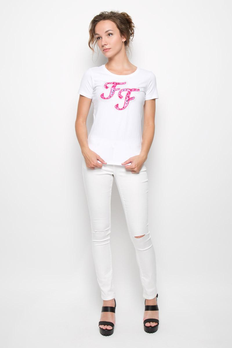 Футболка женская Finn Flare, цвет: белый. S16-32038_201. Размер S (44)S16-32038_201Стильная женская футболка Finn Flare, выполненная из эластичного хлопка, обладает высокой теплопроводностью, воздухопроницаемостью и гигроскопичностью, позволяет коже дышать . Модель с короткими рукавами и круглым вырезом горловины - идеальный вариант для создания стильного современного образа. Футболка оформлена крупной нашивкой с логотипом Finn Flare и украшена блестящими стразами.Такая модель подарит вам комфорт в течение всего дня и послужит замечательным дополнением к вашему гардеробу.