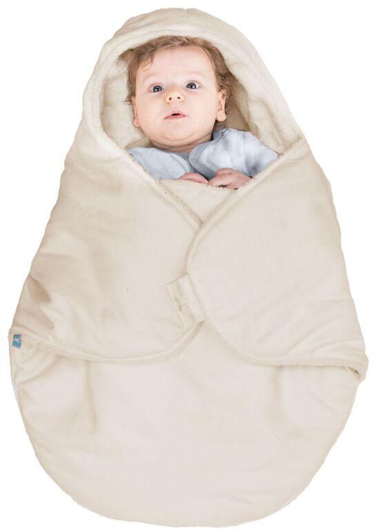 Конверт для новорожденногоBCN.0815.4802Конверт-кокон для новорожденного Wallaboo выполнен из высококачественной искусственной замши, имеет подкладку из искусственного меха на основе полиэстера. Конверт утеплен синтепоном. Он подойдет для малышей с самого рождения. Верхняя часть конверта выполнена в виде капюшона, она бережно обхватывает голову малыша и не даст ему замерзнуть. Ножки ребенка всегда будут в тепле благодаря удобному откидывающемуся клапану. Конверт не имеет застежек, что обеспечивает дополнительную безопасность при использовании. Такой конверт не ограничивает движения малыша и подарит ему чувство комфорта. Такой конверт подойдет для большинства колясок и детских сидений.