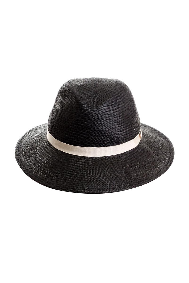 Шляпа9B-1604Летняя женская шляпа Moltini, выполненная из целлюлозы, станет незаменимым аксессуаром для пляжа и отдыха на природе. Широкие поля шляпы обеспечат надежную защиту от солнечных лучей. Плетение шляпы обеспечивает необходимую вентиляцию и комфорт даже в самый знойный день. Шляпа легко восстанавливает свою форму после сжатия. Уважаемые клиенты! Размер, доступный для заказа, является обхватом головы.