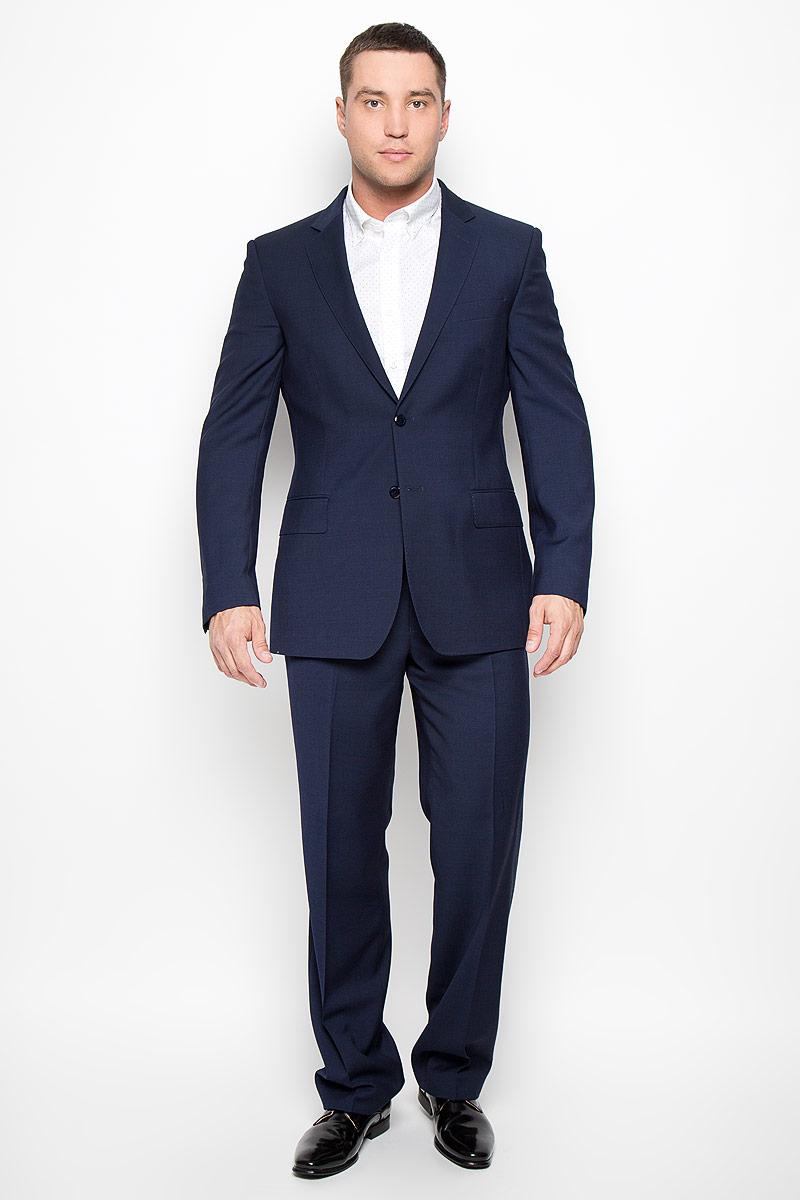 Костюм мужской BTC Comfort: пиджак, брюки, цвет: темно-синий. 12.013376. Размер 52-17012.013376Мужской костюм BTC Comfort, состоящий из пиджака и брюк, займет достойное место в вашем гардеробе. Костюм изготовлен из тонкой шерсти. Ткань изделия гладкая, тактильно приятная. Подкладка модели выполнена из полиэстера с добавлением вискозы. Пиджак с длинными рукавами и отложным воротником с лацканами застегивается на две пуговицы. Модель оснащена прорезным карманом на груди и двумя прорезными карманами с клапанами в нижней части изделия. С внутренней стороны находятся четыре прорезных кармана, один из которых застегивается на пуговицу. Низ рукавов декорирован пуговицами. Спинка дополнена двумя шлицами. Брюки со стрелками застегиваются на крючок и пуговицы по поясу и имеют ширинку на застежке-молнии. На брюках предусмотрены шлевки для ремня. Спереди модель дополнена двумя втачными карманами со скошенными краями, а сзади -двумя прорезными карманами на пуговицах. Этот модный и в то же время комфортный костюм - отличный вариант для офиса и торжеств. Такой костюм позволит выглядеть вам элегантно и стильно!