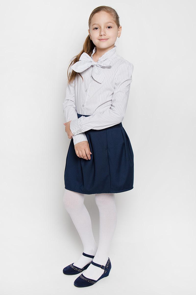 БлузкаAW15GS268B-20Блузка для девочки Nota Bene, выполненная из эластичного хлопка с добавлением вискозы, станет отличным дополнением к школьному гардеробу. Изделие не сковывает движения и хорошо пропускает воздух, обеспечивая наибольший комфорт. Блузка с воротником-аскот и длинными рукавами-фонариками застегивается на пуговицы по всей длине. Воротник дополнен лентами, завязывающимися на бант. На рукавах предусмотрены манжеты с застежками- пуговицами. Модель оформлена принтом в полоску. Воротник и рукава украшены оборками. Блузка отлично сочетается с юбками и брюками. В ней вашей принцессе всегда будет уютно и комфортно!