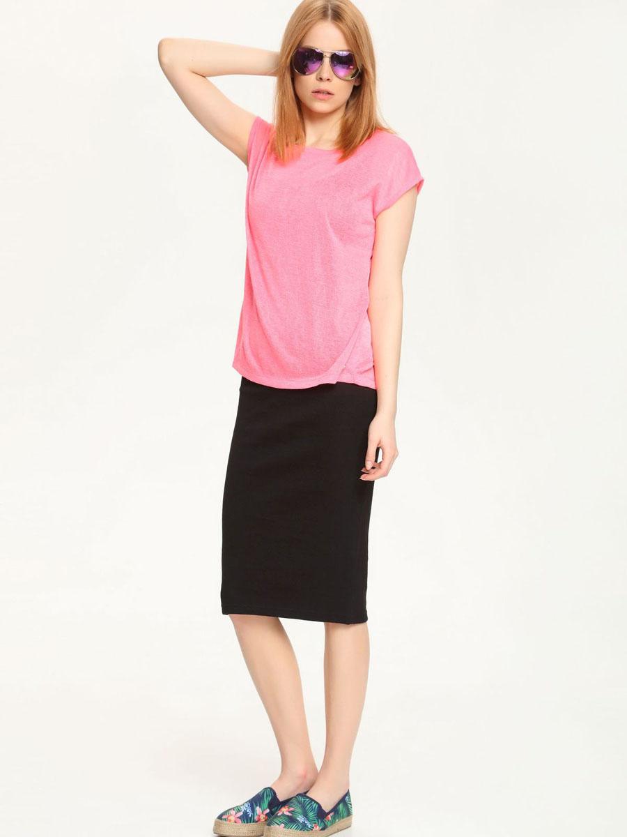 ФутболкаTPO1401ROМодная женская футболка Troll, выполненная из 100% полиэстера. Модель с короткими рукавами и круглым вырезом горловины. Спинка модели удлинена и дополнена разрезом.