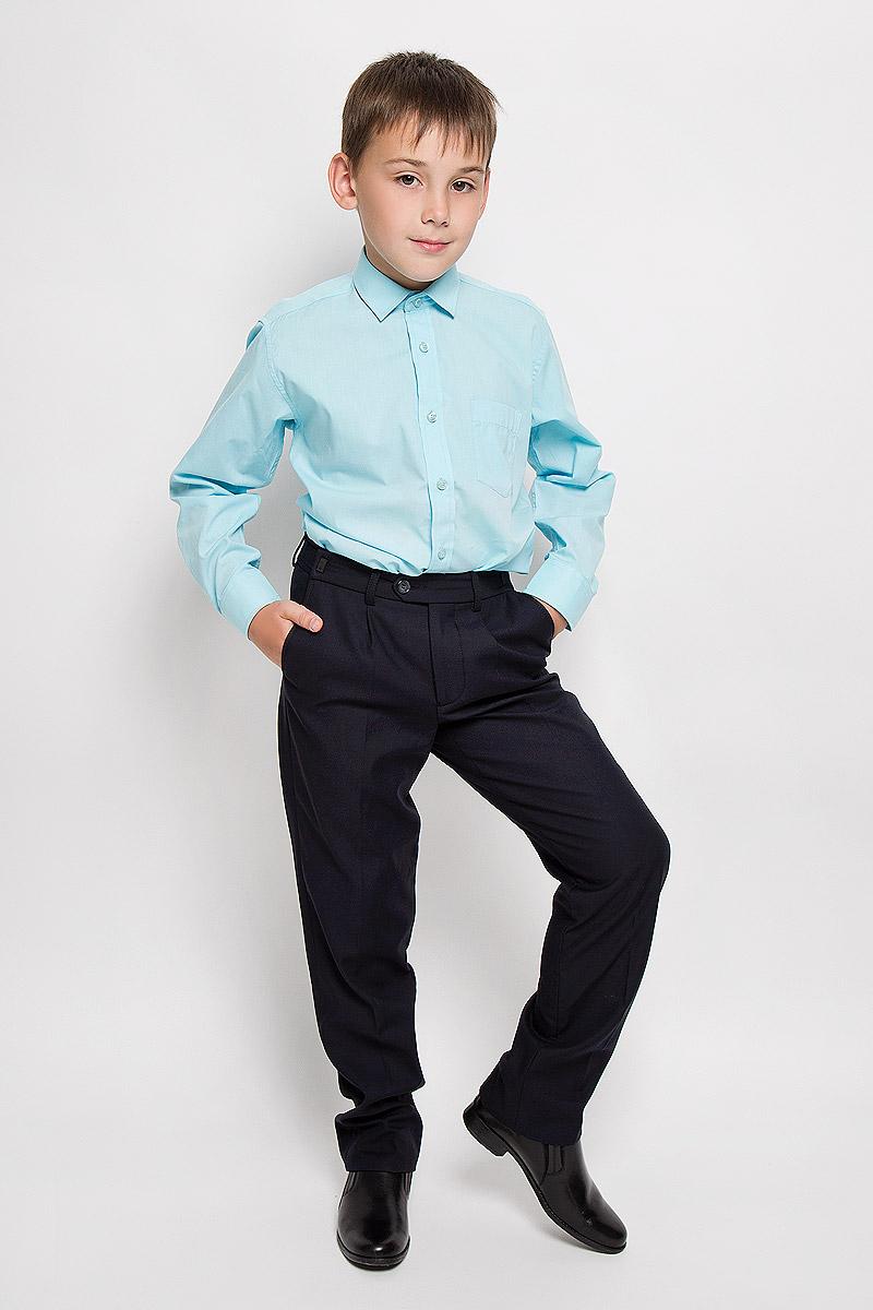 РубашкаAquariusСтильная рубашка для мальчика Tsarevich идеально подойдет вашему юному мужчине. Изготовленная из хлопка с добавлением полиэстера, она мягкая и приятная на ощупь, не сковывает движения и позволяет коже дышать, не раздражает даже самую нежную и чувствительную кожу ребенка, обеспечивая ему наибольший комфорт. Однотонная рубашка классического кроя с длинными рукавами и отложным воротничком застегивается по всей длине на пуговицы. На груди она дополнена накладным карманом. Края рукавов дополнены широкими манжетами на пуговицах. Низ изделия немного закруглен к боковым швам. Такая рубашка будет прекрасно смотреться с брюками и джинсами. Она станет неотъемлемой частью детского гардероба.