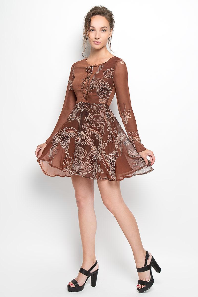 ПлатьеCK2216A_RUST PAISLEYПлатье Glamorous, выполненное из полупрозрачного материала, подчеркнет все достоинства женской фигуры в наиболее выгодном свете. Верх платья и подкладка изготовлены из полиэстера. Материал очень легкий, мягкий и приятный на ощупь, не сковывает движения и хорошо вентилируется. Модель с круглым вырезом горловины и длинными рукавами застегивается сбоку на скрытую молнию. Спереди платье имеет шнуровку от горловины до линии талии. Оформлено изделие принтом с узорами. Это яркое платье станет модным и стильным дополнением к вашему гардеробу!