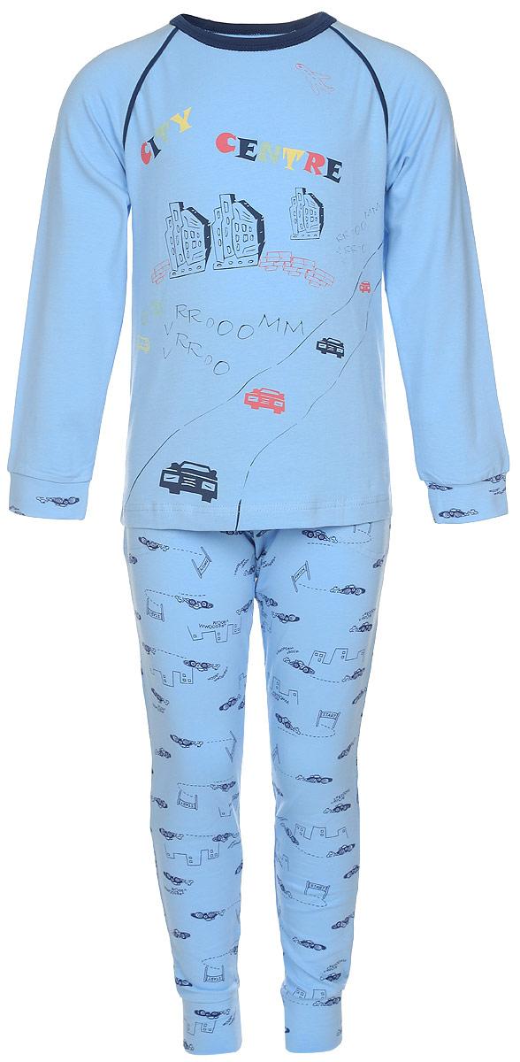 ПижамаN9083207-22/N9083207A-22Пижама для мальчика Baykar, выполненная из эластичного хлопка, идеально подойдет ребенку для отдыха и сна. Материал изделия мягкий, тактильно приятный, не сковывает движения, хорошо пропускает воздух. Пижама состоит из футболки с длинным рукавом и брюк. Футболка с длинными рукавами-реглан имеет круглый вырез горловины, дополненный бейкой. На рукавах имеются широкие манжеты. Брюки имеют на талии мягкую резинку, благодаря чему они не сдавливают животик ребенка и не сползают. Спереди расположены два втачных кармана. На брючинах предусмотрены широкие манжеты. Пижама оформлена принтом с изображением домов и машинок, а также надписями. В такой пижаме ребенок будет чувствовать себя комфортно и уютно!