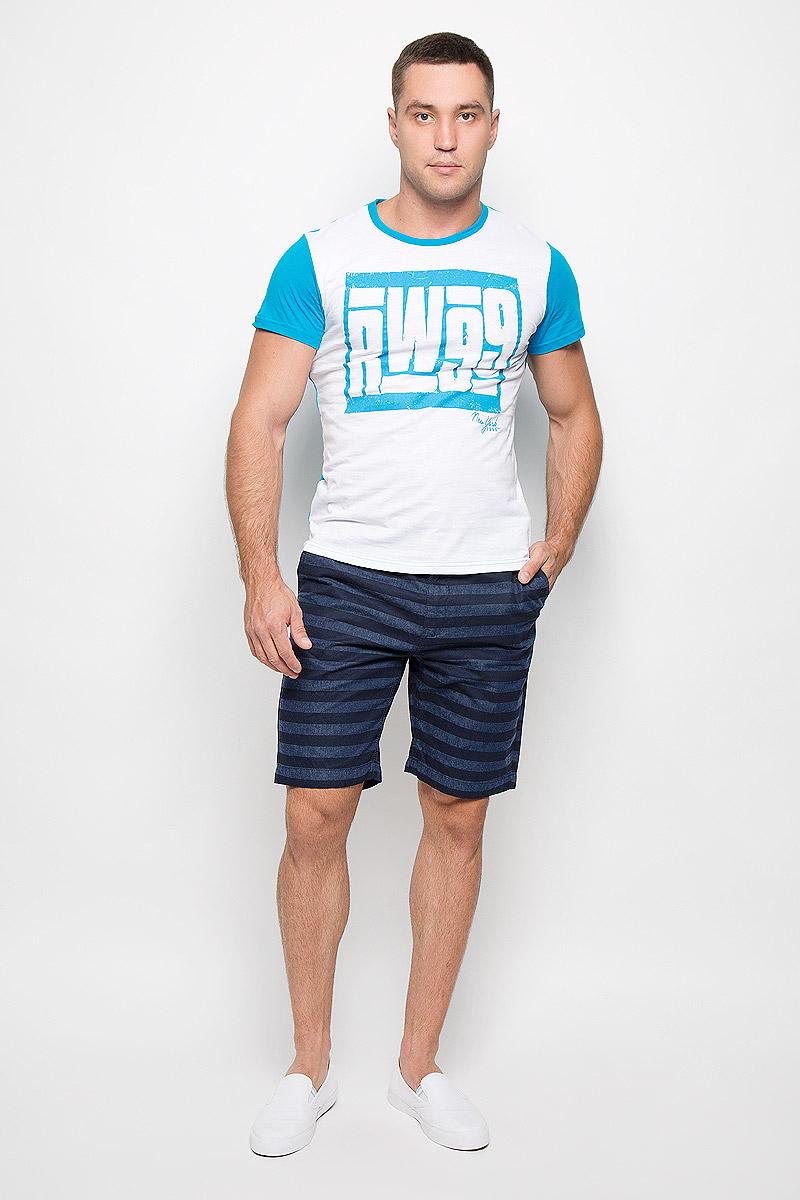 Футболка мужская Rocawear, цвет: белый, голубой. R0216Т11. Размер S (46)R0216Т11Стильная мужская футболка Rocawear, выполненная из натурального хлопка, обладает высокой теплопроводностью, воздухопроницаемостью и гигроскопичностью. Она необычайно мягкая и приятная на ощупь, не сковывает движения и превосходно пропускает воздух. Такая футболка идеально подойдет как для занятий спортом, так и для повседневной носки.Модель с короткими рукавами и круглым вырезом горловины - отличный вариант для создания модного современного образа. Рукава и спинка изделия выполнены в контрастном цвете. Футболка оформлена крупным контрастным принтом с надписью RW99. Эта модель подарит вам комфорт в течение всего дня и послужит замечательным дополнением к вашему гардеробу.